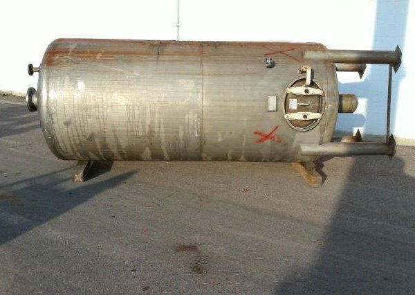 2,000 Gallon 304 Stainless Steel Vertical Tank, 5'6″ Dia. X 11′ Straight Side