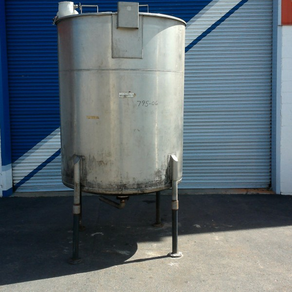 """700 Gallon 304 Stainless Steel Tank, 4'9″ Dia. X 5'10"""" Straight Side,"""
