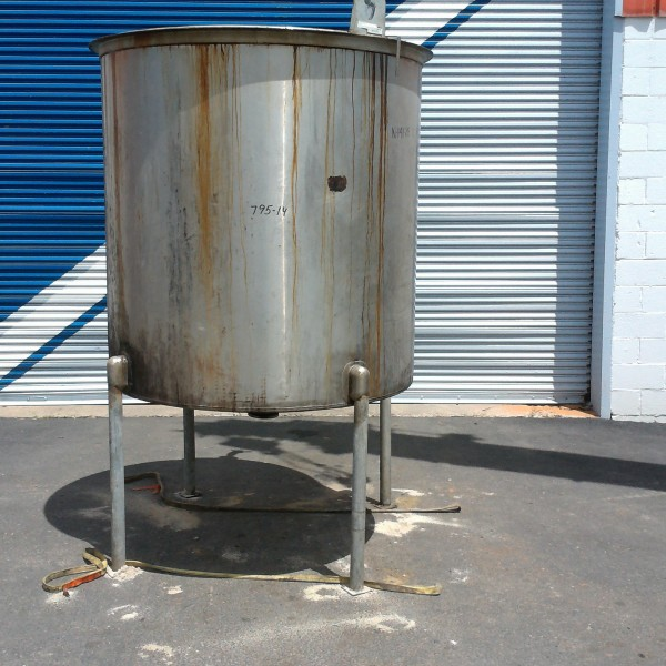 """500 Gallon Stainless Steel Vertical Tank, 4'9″ Dia. X 4'10"""" Straight Side,"""