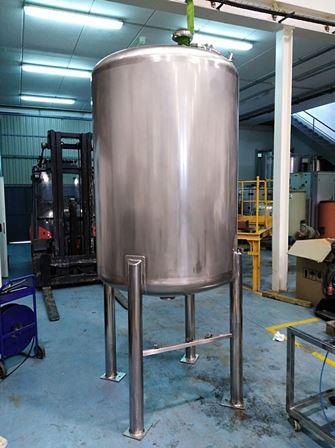 1,400 Litre Stainless Steel Vertical Vessel