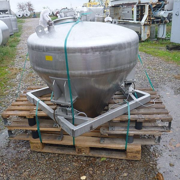 220 l stainless steel tank with insulated walls and conical bottom